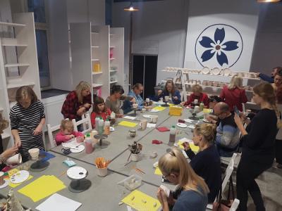 dzieci malują ceramikę pomaluj.art