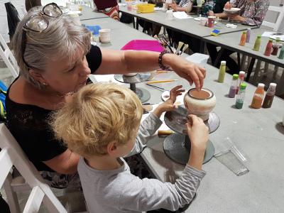 dzieci malują ceramike pomaluj.art